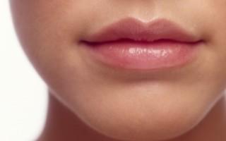 Как правильно проводится уход за губами