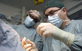 Как проводится операция на губы