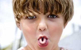 Причины болезненности языка у ребенка и способы справиться с недугом