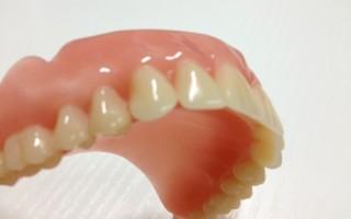 Какие методы можно использовать в домашних условиях для чистки зубных протезов