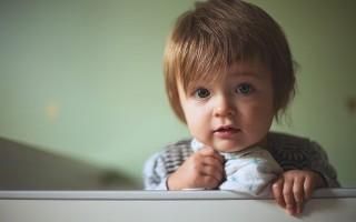 Причины пересушенности губ у ребенка и методы борьбы с проблемой