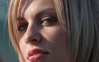 Причины появления темных пятен в уголках губ