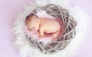 От чего может появиться молочница во рту у новорожденного и её лечение