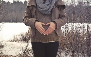 Причины развития простуды на губах во время беременности и способы лечения