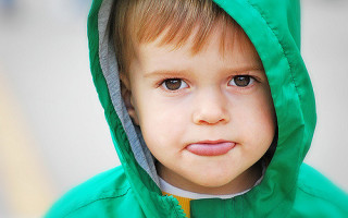 Почему у ребенка появляется желтый налет на языке