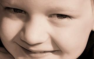 Почему у детей появляется белый налет на губах