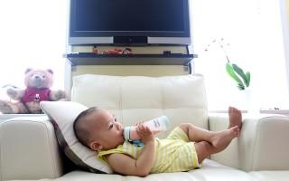 Почему появляется запах кислого молока у ребенка изо рта