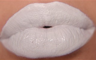 Основные причины того, что губы белеют и как с этим бороться
