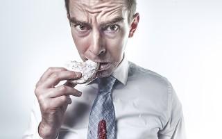 Почему при открытии рта и пережевывании пищи может болеть челюсть и что с этим делать
