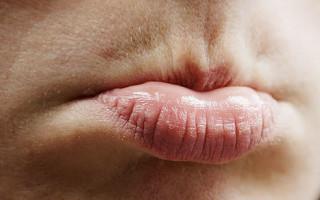 Почему нижняя губа дергается и как с этим бороться