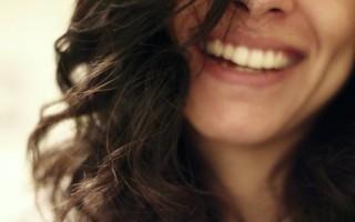 Что являет собой коронка на передние зубы
