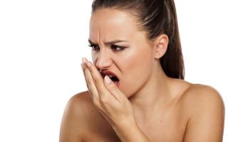 Причины кислого запаха изо рта и методы избавления от аромата