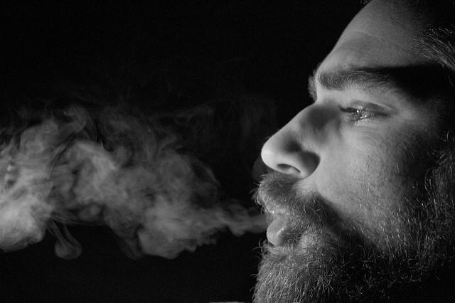 Имплантация зубов и курение