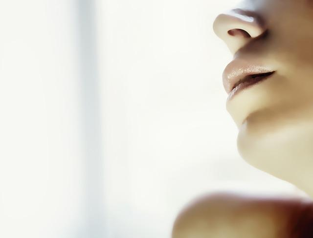 Губы сохнут и трескаются: причины и что делать